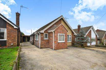 3 Bedrooms Bungalow for sale in Dennor Drive, Mansfield Woodhouse, Mansfield, Nottinghamshire