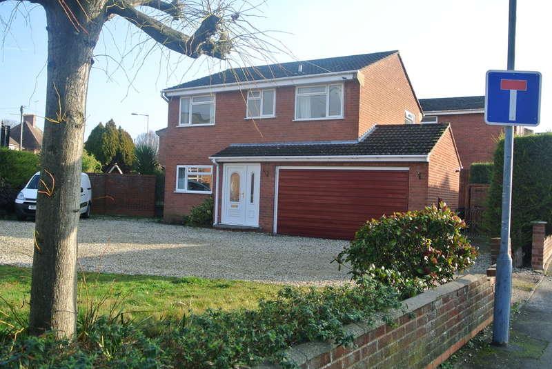 4 Bedrooms Detached House for sale in Badsey Lane, Evesham