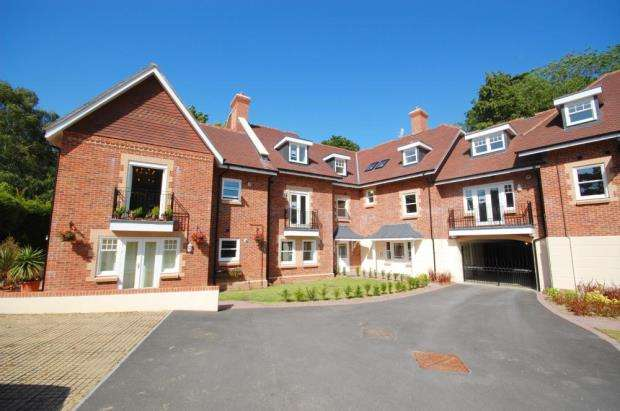 2 Bedrooms Flat for sale in Meyrick Park, Bournemouth, Dorset, BH2