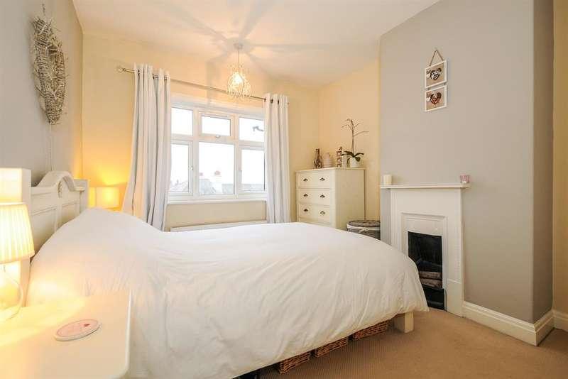 3 Bedrooms Terraced House for sale in Quakers Lane , Rawdon, Leeds, LS19 6HU
