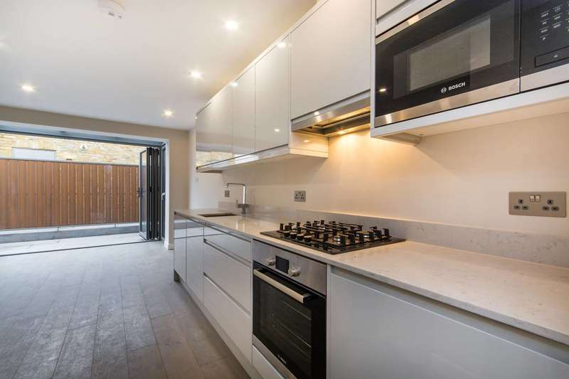 1 Bedroom Flat for sale in Southampton Way, Camberwell, SE5