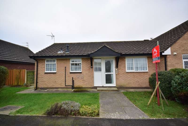2 Bedrooms Semi Detached Bungalow for sale in Howard Close, Lytham St Annes, FY8