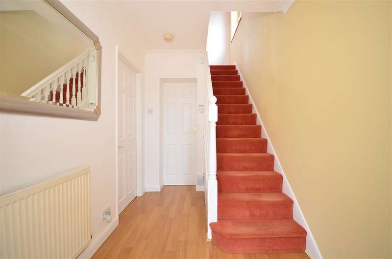 3 Bedrooms Semi Detached House for sale in Freshwell Gardens, West Horndon, Brentwood, Essex