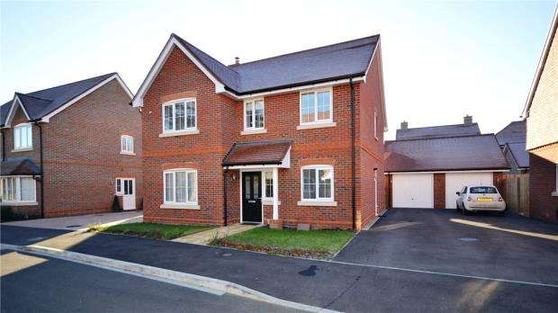4 Bedrooms Detached House for sale in Phillips Close, Wokingham, Berkshire