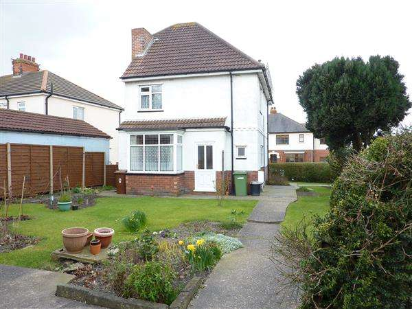 3 Bedrooms Detached House for sale in LITTLEFIELD LANE, GRIMSBY