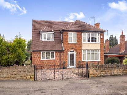 4 Bedrooms Detached House for sale in Rolleston Drive, Arnold, Nottingham, Nottinghamshire