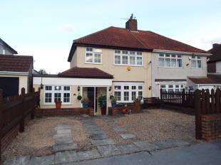4 Bedrooms Semi Detached House for sale in Overbury Crescent, New Addington, Croydon, Surrey