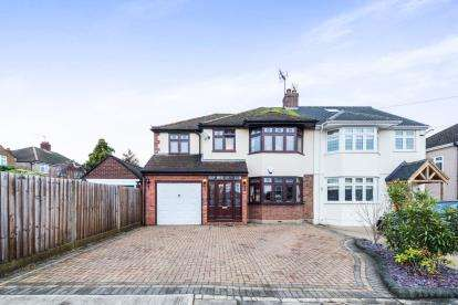 5 Bedrooms Semi Detached House for sale in Rise Park, Romford, Essex