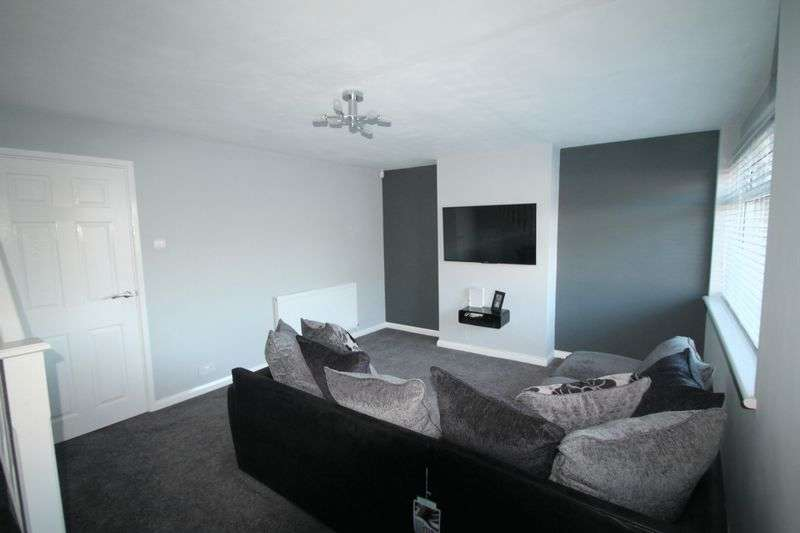 3 Bedrooms Terraced House for sale in Carmarthen Road, Priestfields