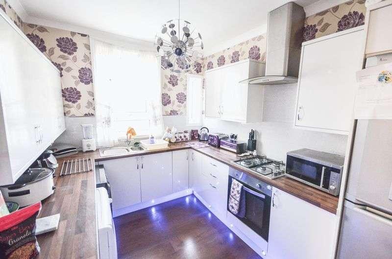 3 Bedrooms Flat for sale in Mid Barrwood Road, Kilsyth