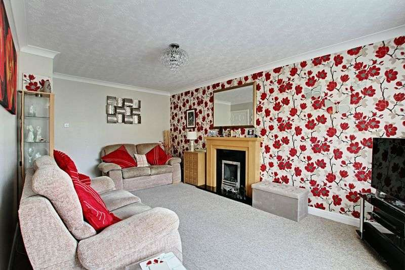 2 Bedrooms Semi Detached Bungalow for sale in Linton Close, Beverley