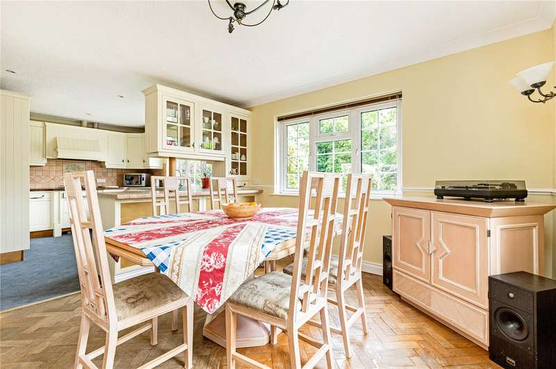 4 Bedrooms Detached House for sale in Salthill Road, Chichester, West Sussex, PO19