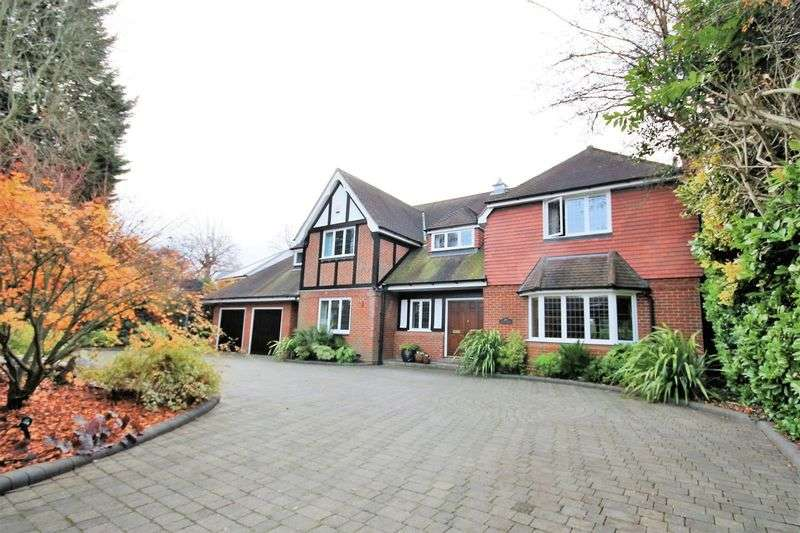 5 Bedrooms Detached House for sale in Heronway, Hutton Mount, Brentwood