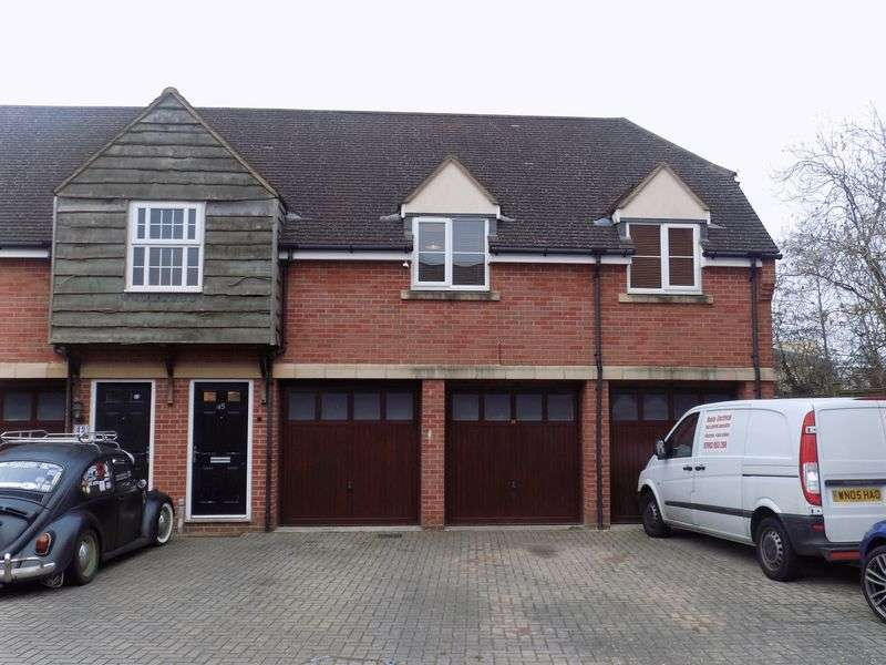 2 Bedrooms Semi Detached House for sale in Birkdale Close, Redhouse