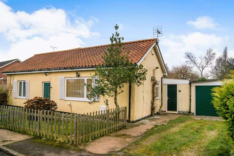 2 Bedrooms Detached Bungalow for sale in Church Street, Long Bennington