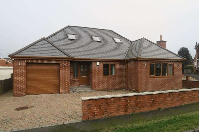 4 Bedrooms Detached Bungalow for sale in Greenmoor Avenue, Lofthouse, Wakefield