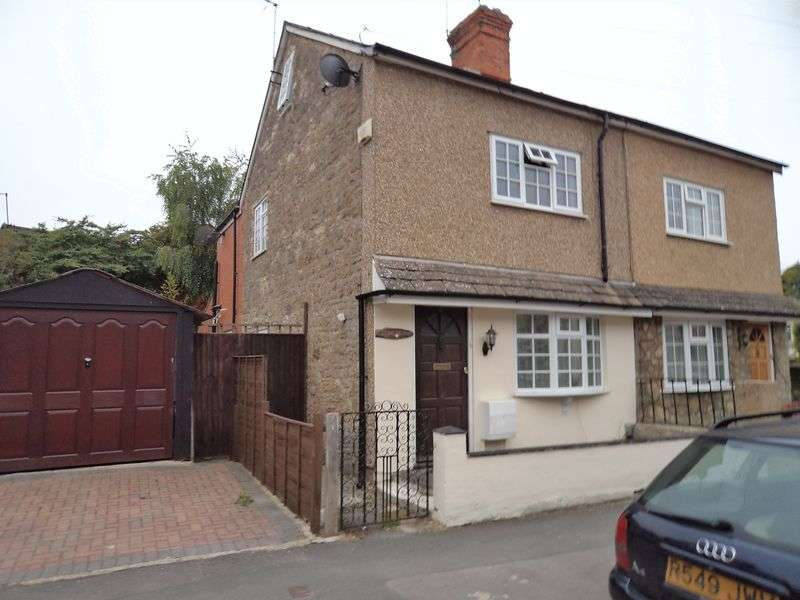 3 Bedrooms Semi Detached House for sale in Church Street, Stratton St Margaret