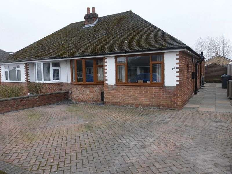 3 Bedrooms Semi Detached Bungalow for sale in Hillcrest Drive, Tarleton, Preston