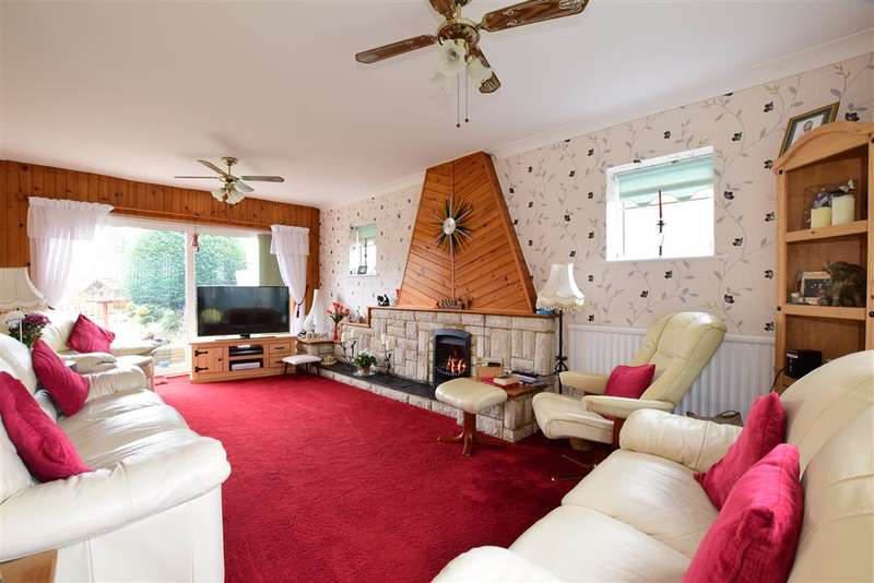 3 Bedrooms Detached House for sale in Esher Drive, Littlehampton, West Sussex