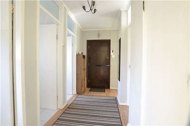 2 Bedrooms Flat for sale in Kingsdown Avenue, SOUTH CROYDON, Surrey, CR2 6QL