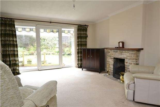 3 Bedrooms Bungalow for sale in Churchill Way, LONG HANBOROUGH