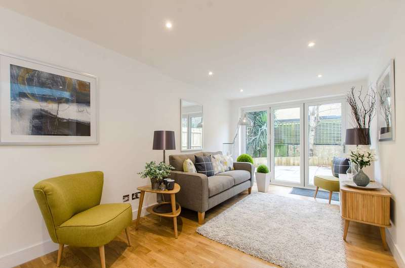 2 Bedrooms Flat for sale in Meadow Road, Vauxhall, SW8