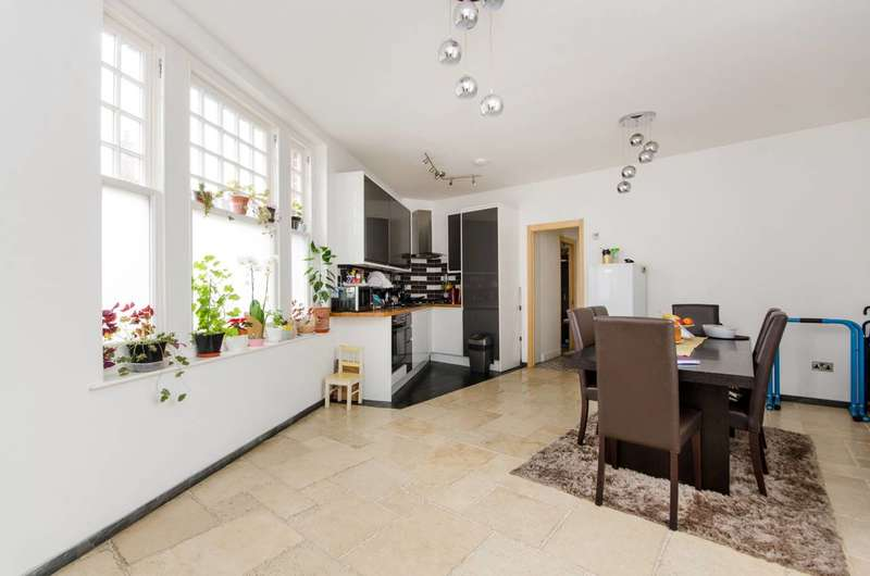 2 Bedrooms Flat for sale in Eardley Road, Streatham Common, SW16
