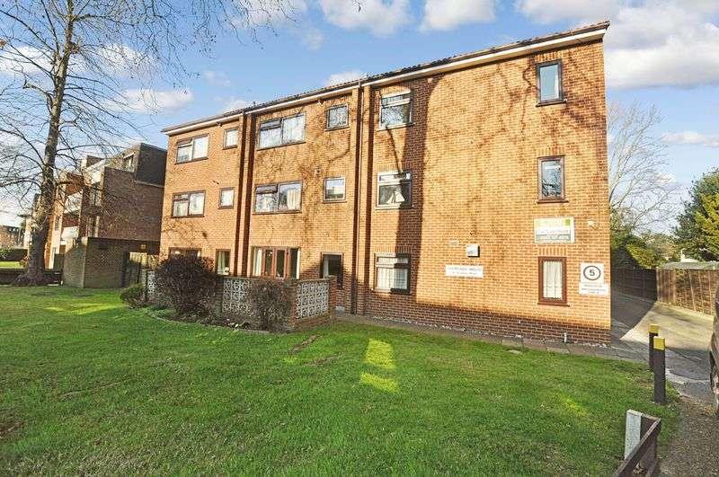 1 Bedroom Retirement Property for sale in Holmoaks House, Beckenham, BR3 5PA