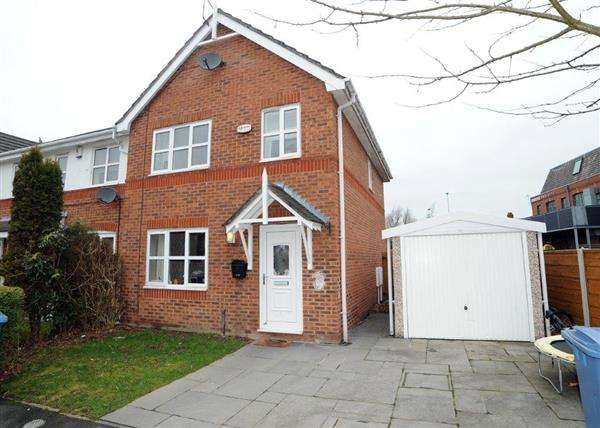 3 Bedrooms Town House for sale in 8 Pipers Court, Irlam, M44 6TN