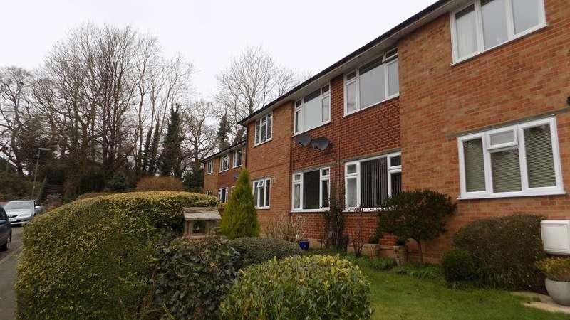 2 Bedrooms Ground Maisonette Flat for sale in Oak Tree View, Farnham, GU9