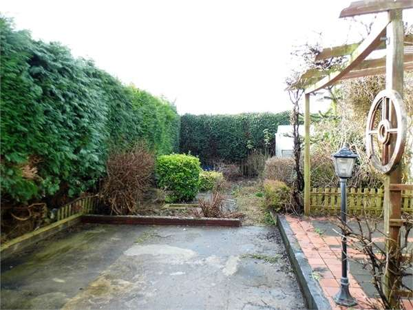 3 Bedrooms Semi Detached House for sale in Garfield Avenue, Litchard, Bridgend, Mid Glamorgan