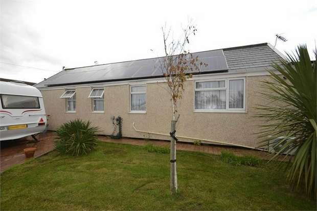 3 Bedrooms Detached Bungalow for sale in Daimler Avenue, Jaywick, Clacton-on-Sea, Essex