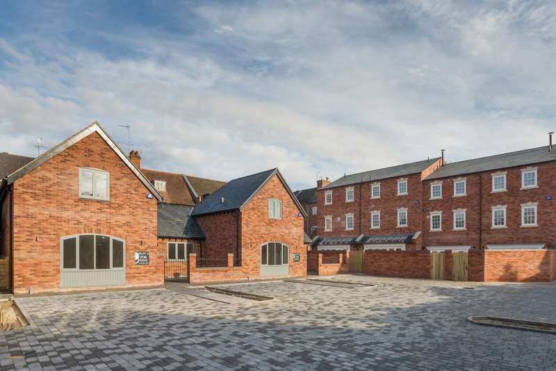 2 Bedrooms Semi Detached House for sale in 5 Westgate Place, Warwick