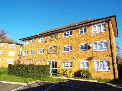 2 Bedrooms Flat for sale in The Paddocks, Wembley