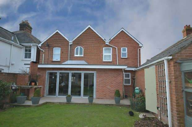 4 Bedrooms Detached House for sale in Lymington