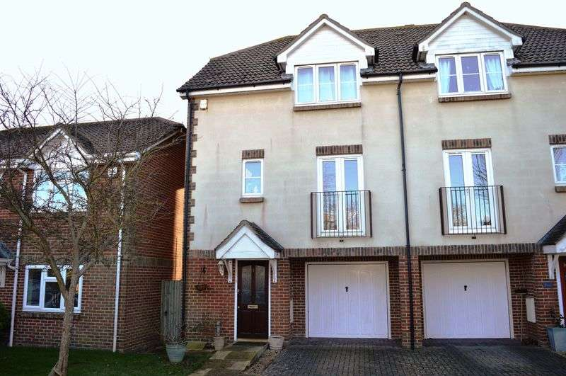 3 Bedrooms Semi Detached House for sale in Orchard Close, Hayling Island