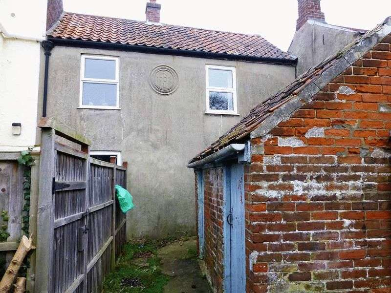 2 Bedrooms Terraced House for sale in Ormesby St Margaret