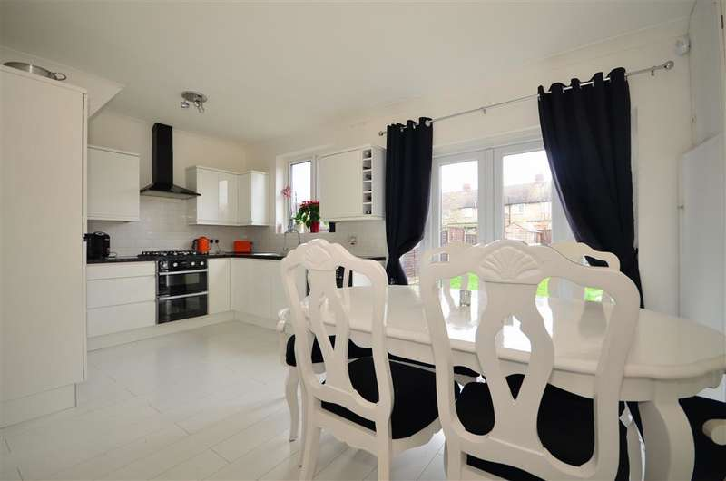 3 Bedrooms Terraced House for sale in Rolls Park Avenue, Chingford