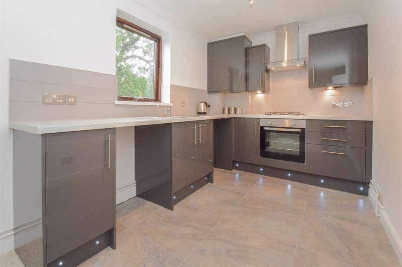 2 Bedrooms Flat for sale in Glandwr Place, Cardiff