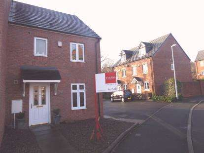 3 Bedrooms End Of Terrace House for sale in Brattice Drive, Pendlebury, Swinton, Manchester