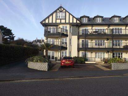 2 Bedrooms Flat for sale in Queen Mary Road, Falmouth, Cornwall