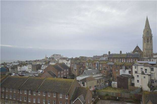 2 Bedrooms Flat for sale in Warrior Square, ST LEONARDS-ON-SEA, East Sussex, TN37 6BG
