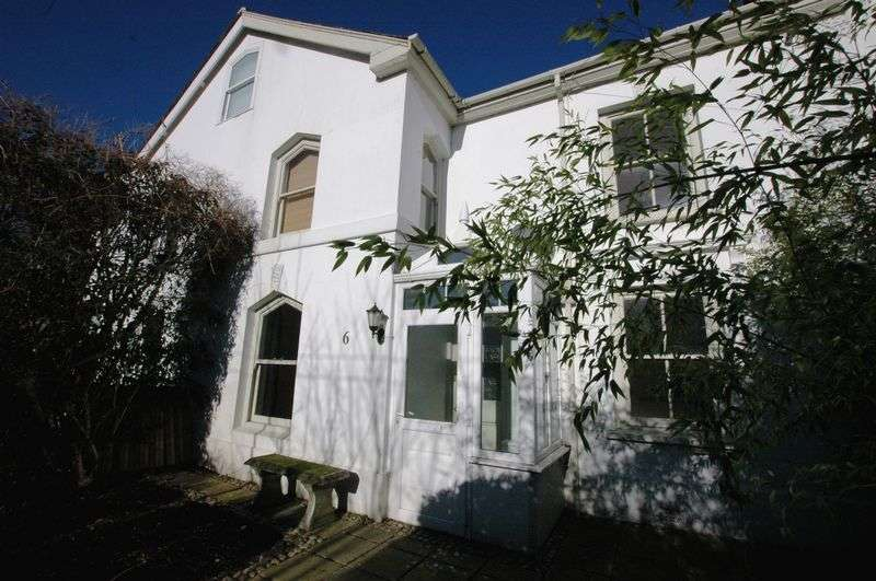 3 Bedrooms Terraced House for sale in Yew Berry Terrace, Bodmin