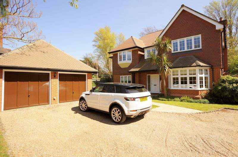 5 Bedrooms Detached House for sale in The Green, Sidcup