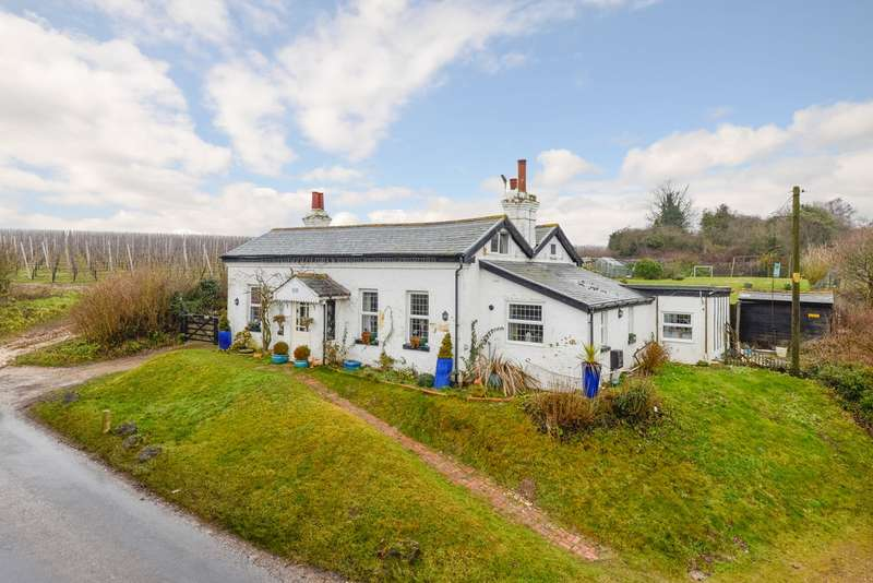 4 Bedrooms Detached House for sale in Station Road, Bridge, CT4
