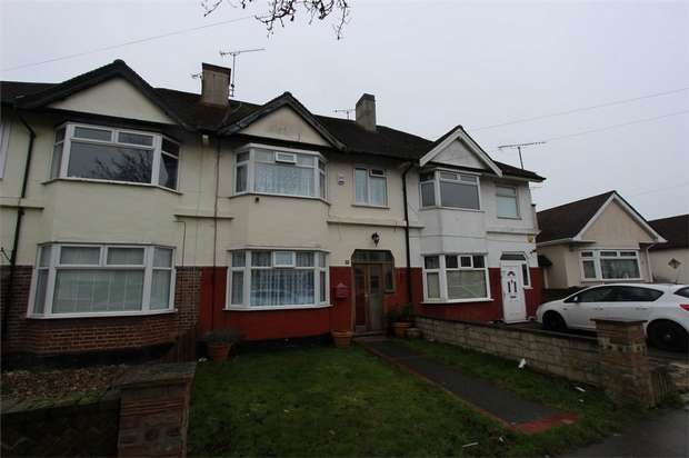 3 Bedrooms Terraced House for sale in St Lukes Road, SOUTHEND-ON-SEA, Essex