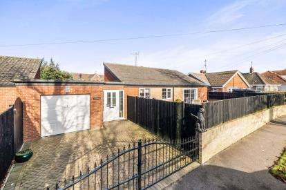 3 Bedrooms Bungalow for sale in Lowestoft, Suffolk, .