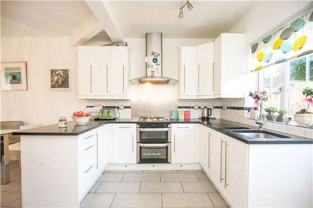 3 Bedrooms Terraced House for sale in Stag Lane, KINGSBURY, NW9 9AG