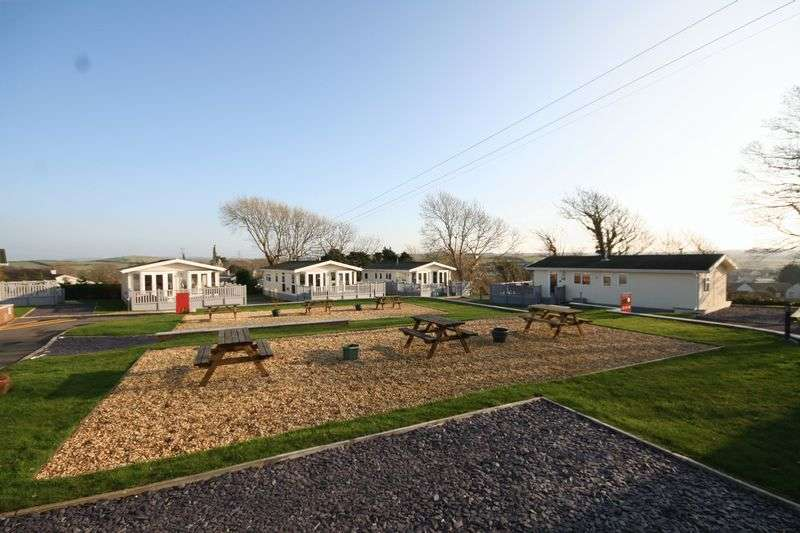 2 Bedrooms Detached House for sale in Llanfechell, Anglesey