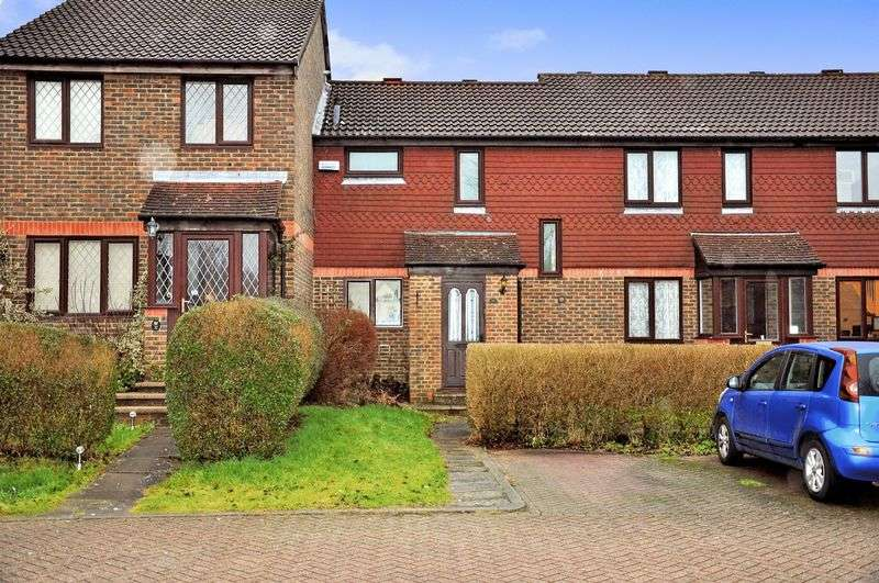 2 Bedrooms Terraced House for sale in Lake View, North Holmwood